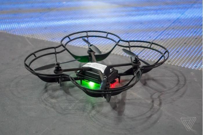 CES2018:英特尔新版无人机技术可进行室内灯光秀