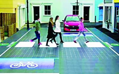英国研发出智能人行横道 是斑马线也是红绿灯