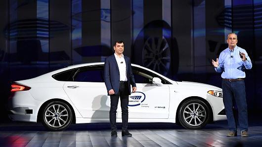 英特尔无人驾驶汽车亮相CES展 宣布将与上汽合作
