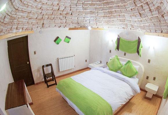 走进世界首个盐巴旅馆 由100万块盐砖砌成