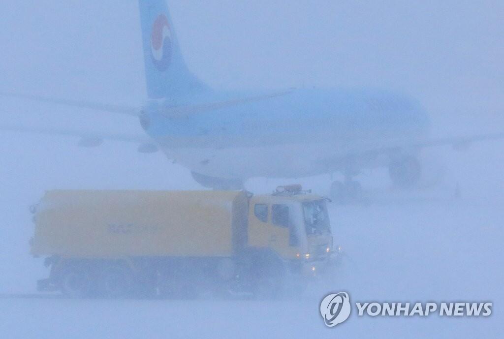 雪一直下!济州机场被迫临时关闭