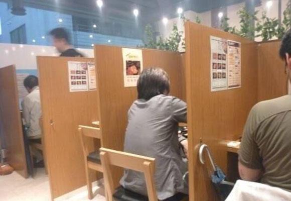 """韩国现""""单人烤肉店"""":一人一桌一炉"""