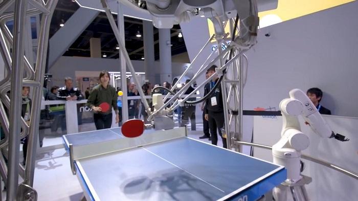 与AI机器人打乒乓球是什么体验?欧姆龙来告诉你