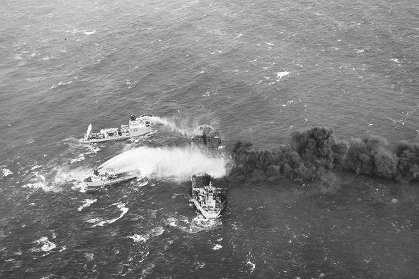 油船相撞,中国不救伊朗籍船员?我外交部:严重背离事实
