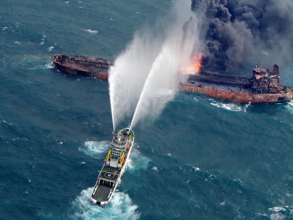在中国近海发生碰撞事故的巴拿马籍起火油船已漂浮至日本