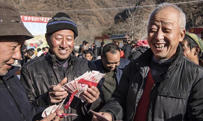 入股1000分红500 汉中扶贫互助合作社召开分红大会