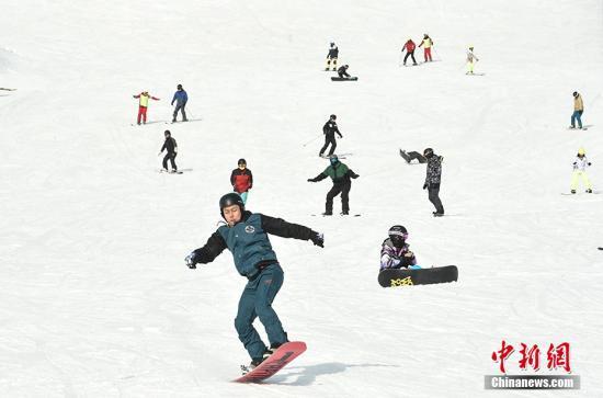 中国掀起滑雪热 俱乐部481家会员近4万人