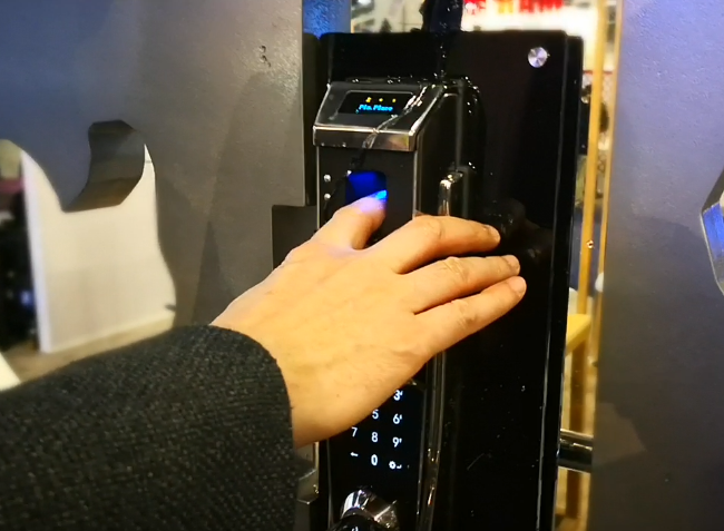 CES2018现场:静脉识别智能门锁