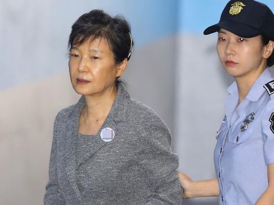扎心了!朴槿惠全部财产被法院冻结