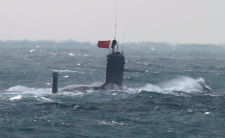 首次!日媒称中国潜艇进入钓鱼岛毗连区 悬挂五星红旗