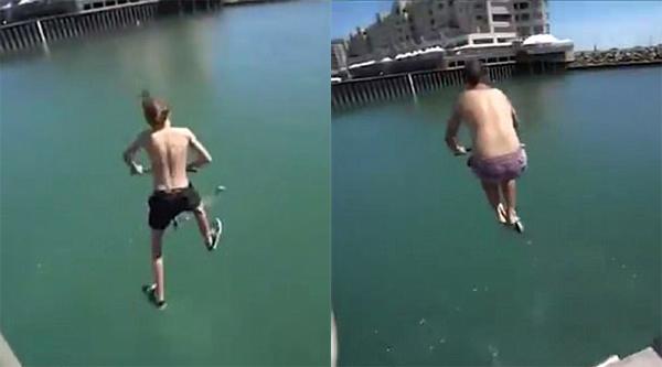 不要命!澳大利亚少年踩滑板车跳入大海炫技