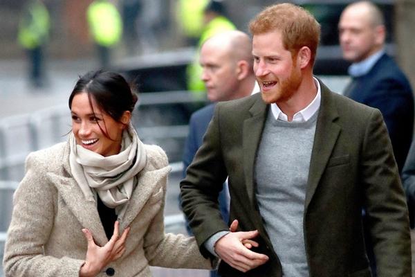 哈里王子本周偕未婚妻造访广播电台 甜蜜牵手