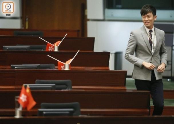 """""""港独""""议员侮辱国旗 香港理工将其逐出教师队伍"""