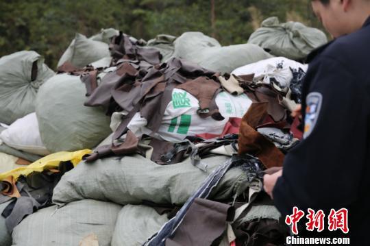 """广西中越边境查获走私案 查扣""""洋垃圾""""逾26吨雪傲传世"""