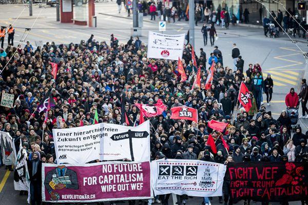 瑞士民众举行大游行 抵制特朗普出席世界经济论坛