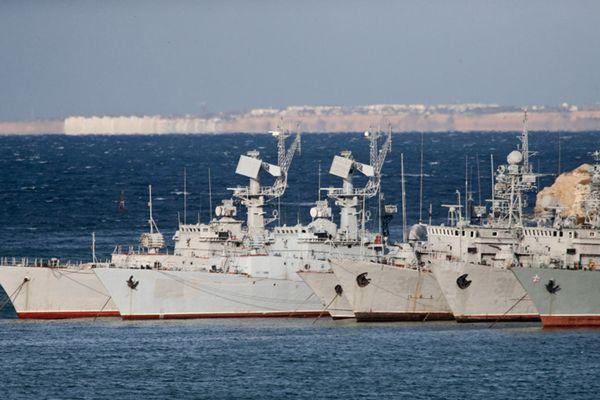 乌克兰大量武器装备遗留克里米亚 普京将交还