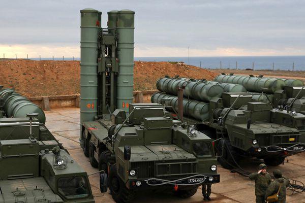 俄部署在克里米亚第二部S-400防空导弹系统进入战斗值勤
