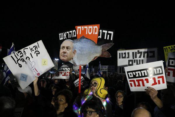 以色列民众参加集会游行 抗议涉腐总理内塔尼亚胡