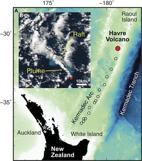 科学家有幸见证了新西兰哈弗雷火山的海底喷发