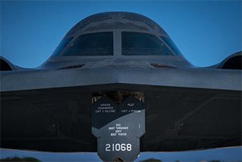 离中国最近B-2:美派3架B-2进驻关岛