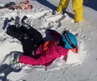 崇礼一雪场小孩从缆车坠落 疑似自己爬上缆车