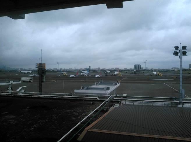 乌龙!错把星星看成无人机 高雄小港机场关闭40分