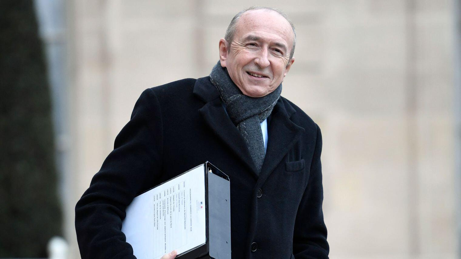 法国内政部长:接待难民 不接受经济移民