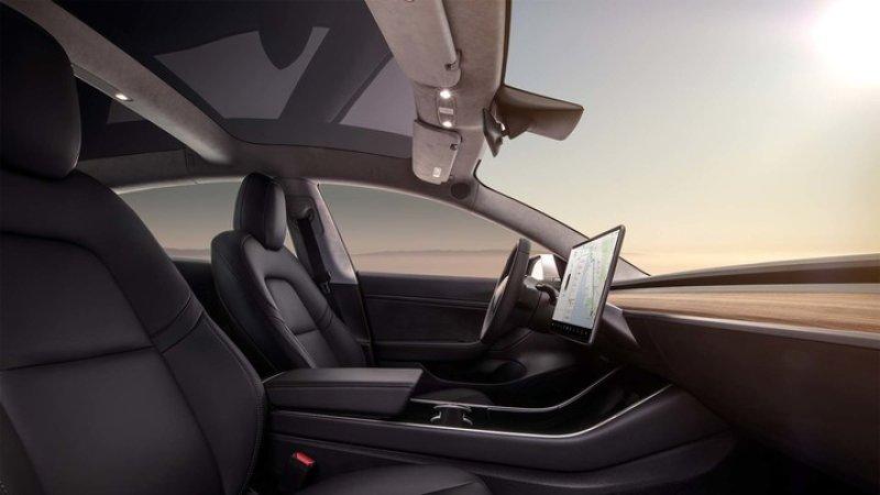 特斯拉Model 3 遭车主疯狂吐槽 疑内饰材质偷工减料