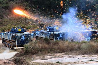世界最快两栖战车展露强劲火力