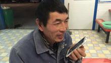"""蹲地铁站""""蹭网""""农民工走红 3D揭""""老葛""""温情往事"""