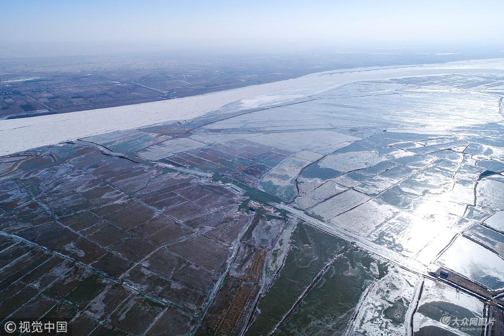 连日低温 宁夏石嘴山段黄河出现冰封景观