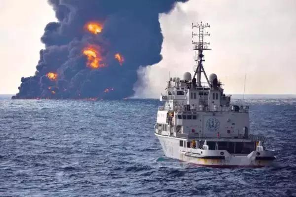 """最坏结果出现:""""桑吉""""轮沉没了 泄漏的油该怎么办"""