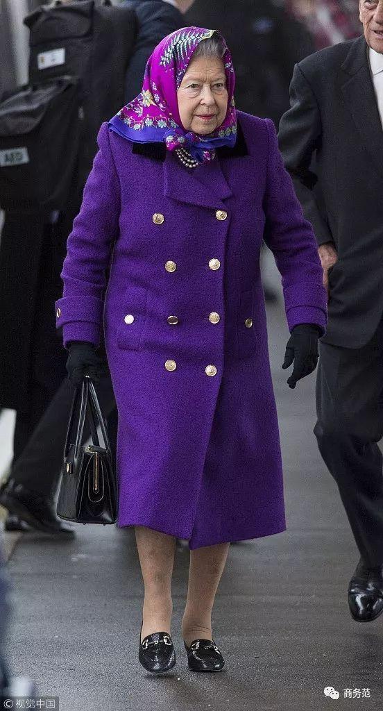 91岁英国女王太自律:光腿不穿秋裤, 衣服不露手臂裙子不过膝