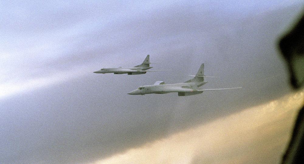 俄军2架图160飞赴北海 英军台风战机升空监控