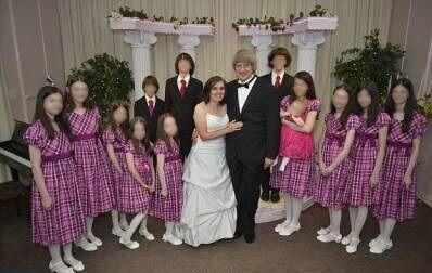 虐待自己的13个孩子! 涉案父母遭警方逮捕