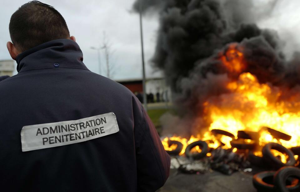 全法爆发狱警抗议浪潮 要求更为安全工作环境