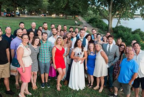 会玩!美情侣30岁生日趴秒变婚礼惊呆宾客
