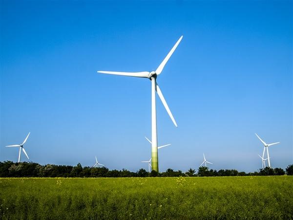 化石燃料电厂在消失 美国电力产能正转向可再生能源