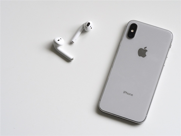苹果中国摊上大事:降旧款iPhone性能 消协插手