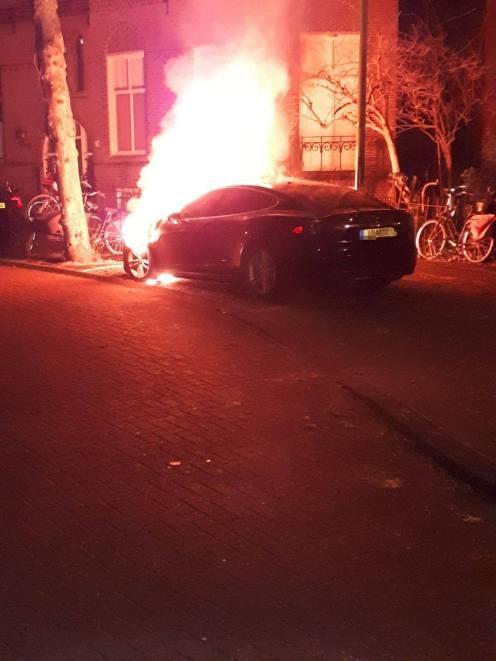 荷兰两辆特斯拉遭恶意纵火 警方已介入调查