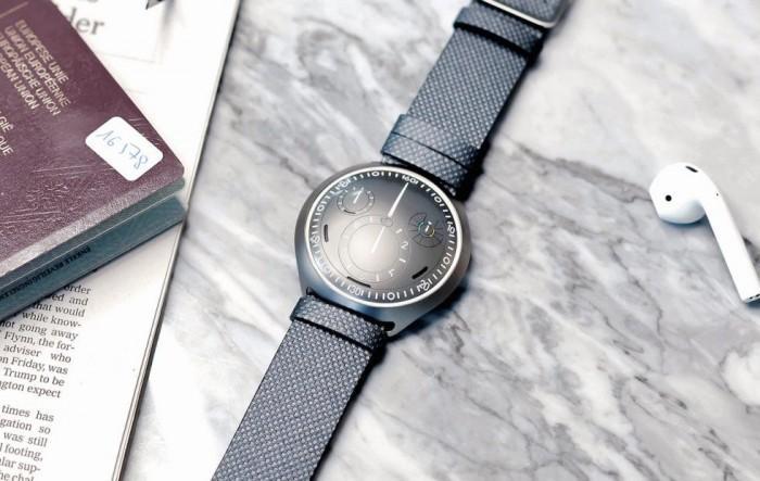 无传统表冠:Ressence推出电子表冠概念机械腕表