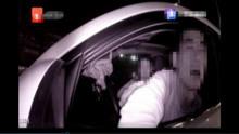 胆大包天!男子醉酒撞路灯 四次掏钱想贿赂交警 交警:没门