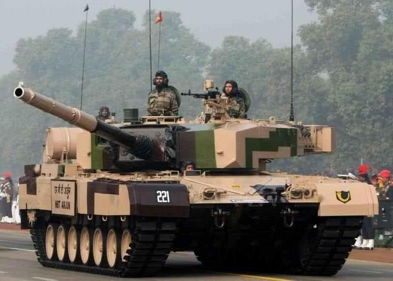 """张召忠谈印度武器""""万国帽"""":什么都想跟中国比"""