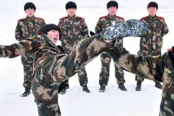 震撼!新疆!万名武警!还有女子特战大队!
