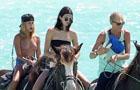 新派:网红大玩海里骑马