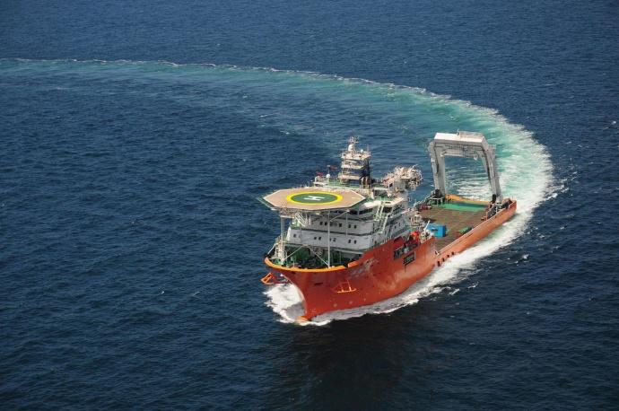 2010年在青岛武船重工开工建造,2012年交付交通运输部上海打捞局,满载