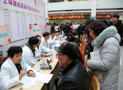 """绍兴市中心医院为市民端上""""年末健康大餐"""""""