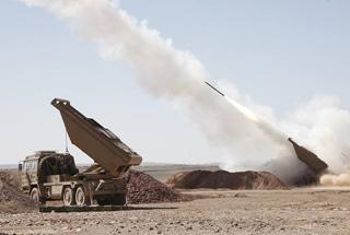 阿尔及利亚试射中国产SR-5火箭炮 场面威武