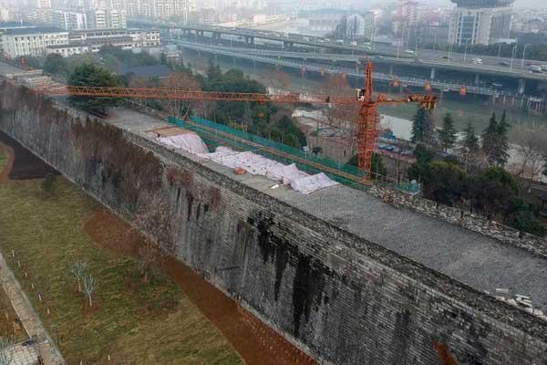 """南京650岁明城墙""""动手术""""保健康"""