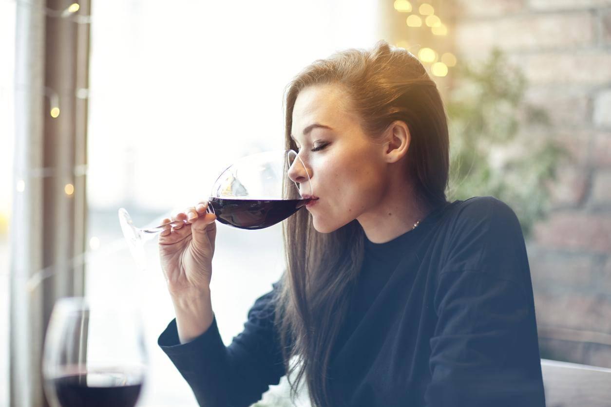 英国调查:60%成年人依赖酒精缓解日常压力